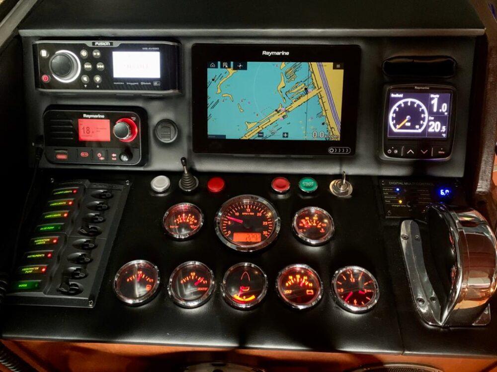 Dashboard refit op een Valk kruiser